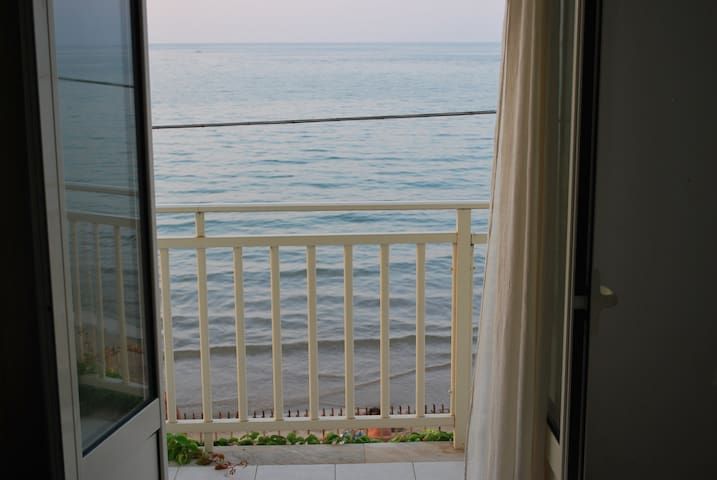 double room in a cottage by the sea - Trabia  - Bed & Breakfast