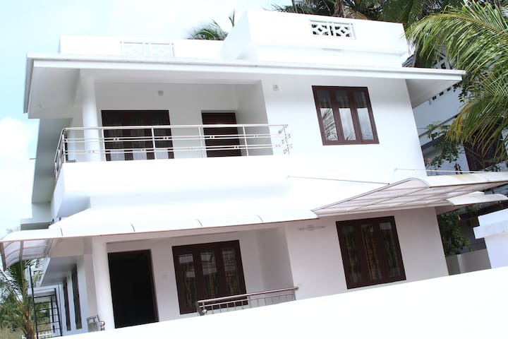 5a/c bedroom fully furnished home  lighthomestay - Thrissur