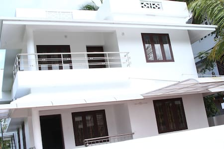 5a/c bedroom fully furnished home  lighthomestay - Thrissur - Huis