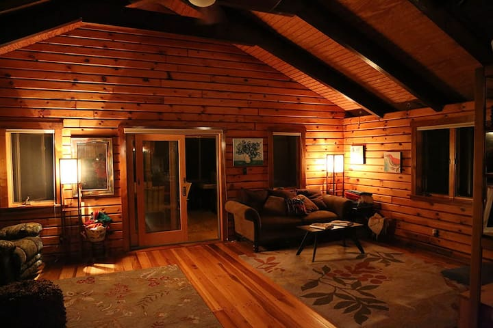 Fantastic log cabin at the beach! - Buxton - House