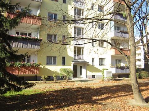 Kurfürstendamm quiet apartment with balcony