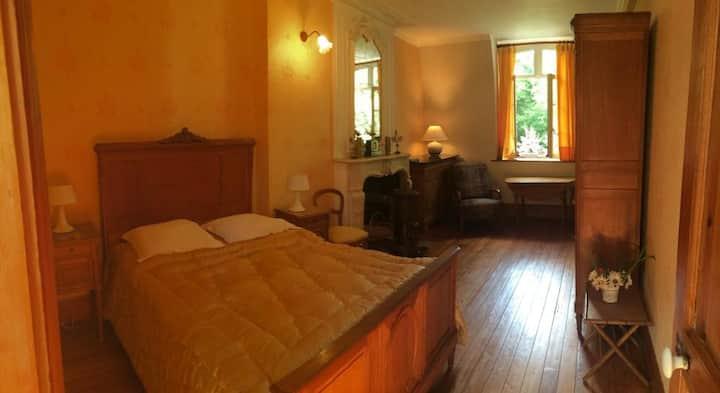 Chambre Jaune au Chateau !