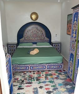 Pure Marrakshi style, beautyfully woodpainted furniture in majorelle blue. (bigger than queen size bed, 160cmx203cm)