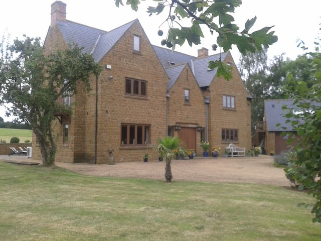 Luxury 6 bedroom, 6 bathroom home - Lower Tadmarton - Huis
