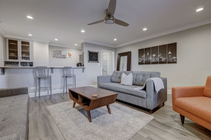 Modern 1 bed 1 bath in Downtown Atlanta sleeps 4