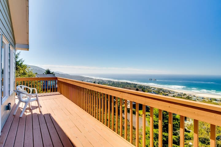Dog-friendly house w/ocean view & entertainment - walk to beach