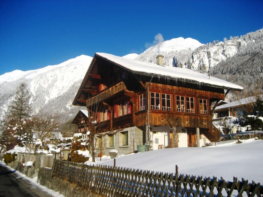 Le chalet en hiver est un point de départ idéal pour le ski et les randonnées