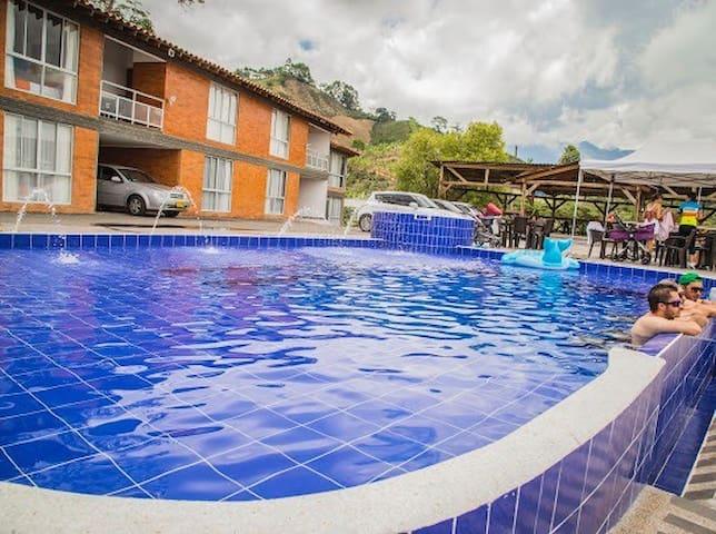 hermosa villa - Calarcá - Huvila