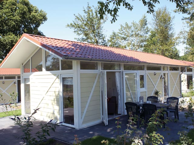 Bright and cozy holiday chalet in great location close to the lake