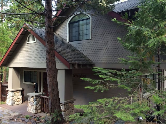 Beautiful home on American River - Twin Bridges - House