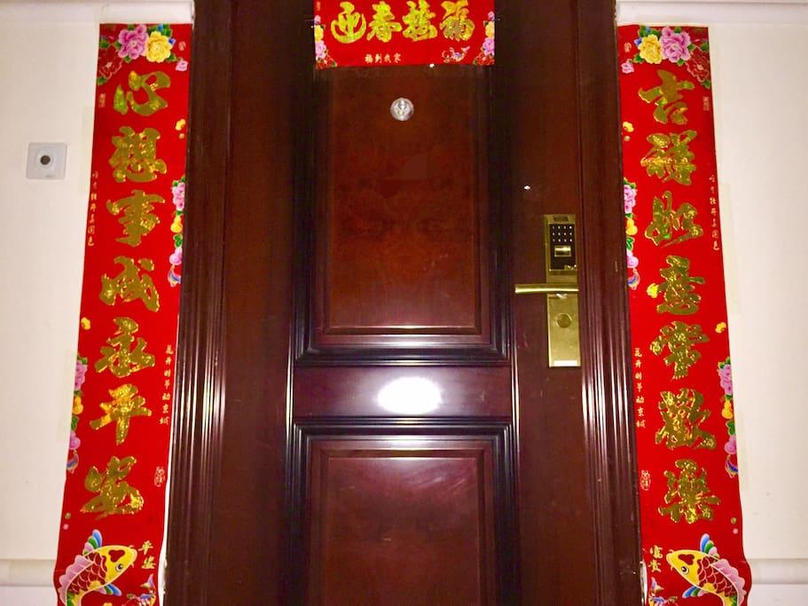 //勤劳勇敢福气满满的大门装饰得欢欢喜喜过春节啦(*¯︶¯*)