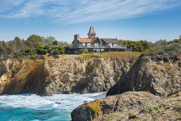 Two-level oceanfront home w/ private hot tub and views from the deck