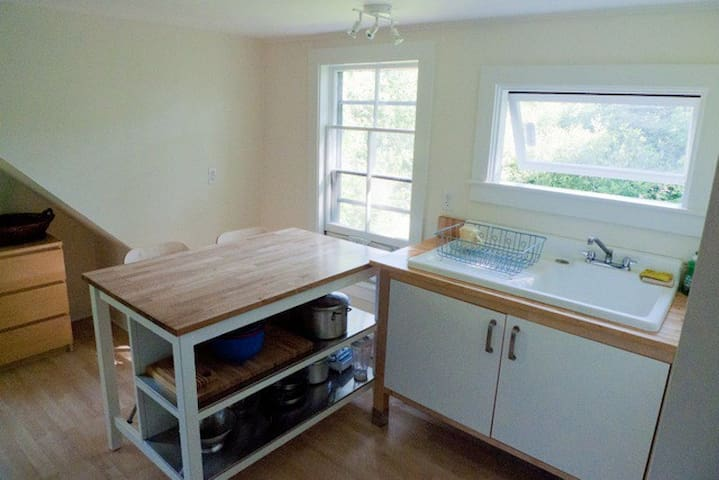 Cute, Bright and Close to Town - Camden - Apartment