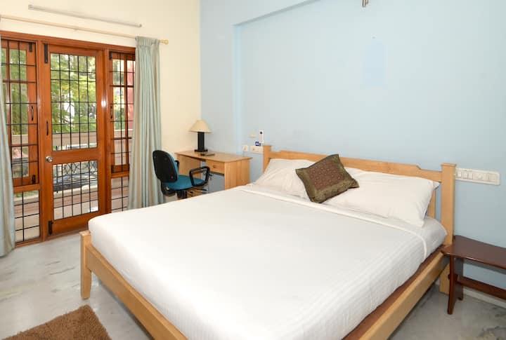 Service apartment in Ulsoor lake , Bangalore