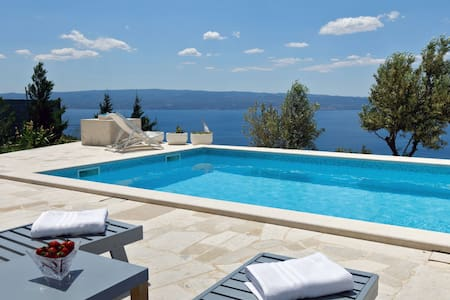 Villa with amazing view and pool,nudists friendly!