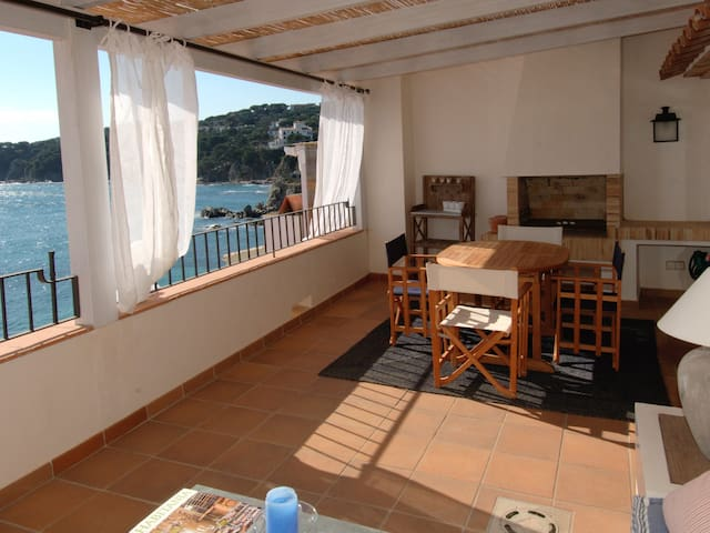 Exceptional penthouse high standing, on the seafront in beach to Calau.