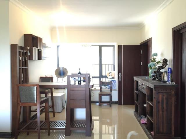 高档小区,免费提供车位,全新二居室 - Zhuhai - House