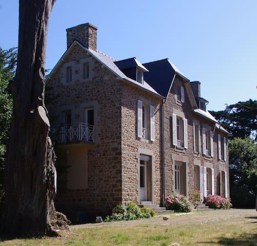 Villa vue mer, 200 m plages, 8/10 personnes - Saint-Coulomb - Villa