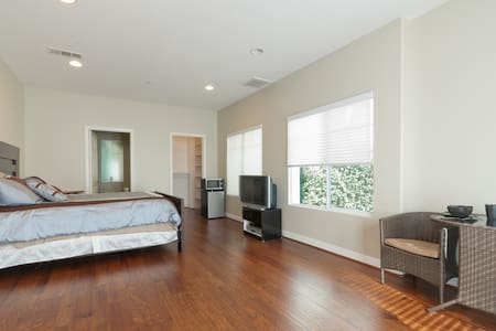 Private Room with Private Entrance - Los Angeles