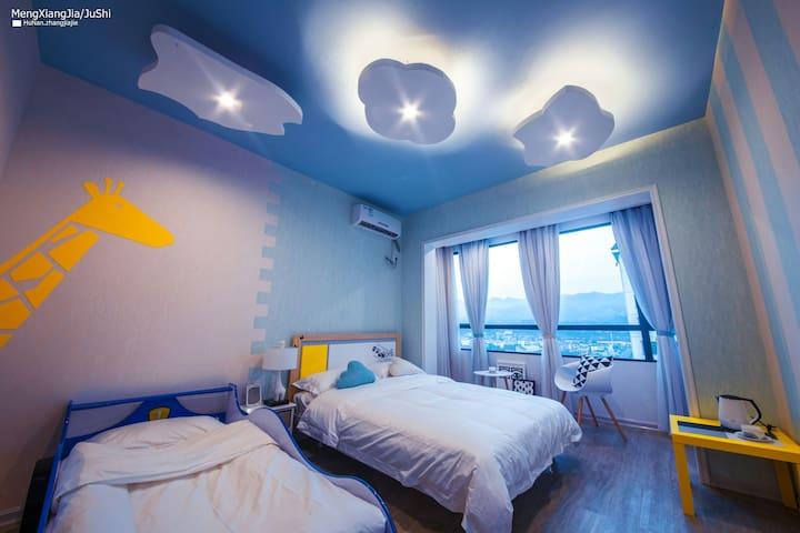 梦享家·云端☆Dream House☆温暖的亲子时光  头顶白云朵朵  还有长颈鹿和超大阳台汽车床