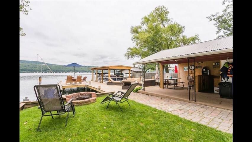 The perfect lakeside getaway!