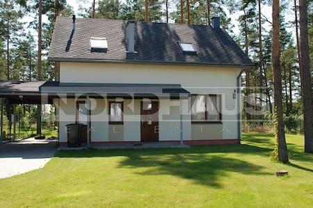 Дом расположен в благоустроенном  - Upesciems - Casa
