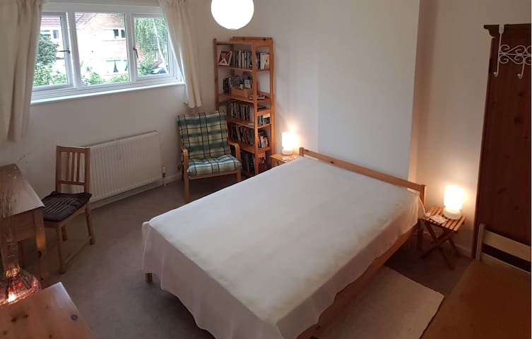Private & spacious double room in Cambridge