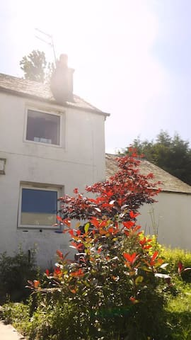 2 Bed Country Cottage nr Gleneagles - アウキテラーダー - 一軒家