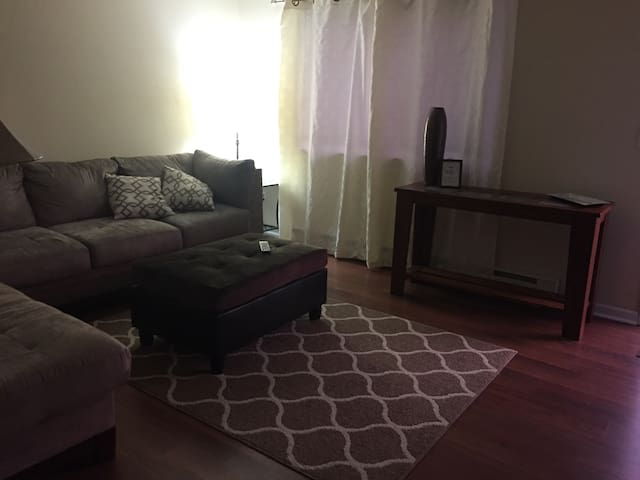All PRIVATE 2bed, 1bath great area - Elsmere - 獨棟