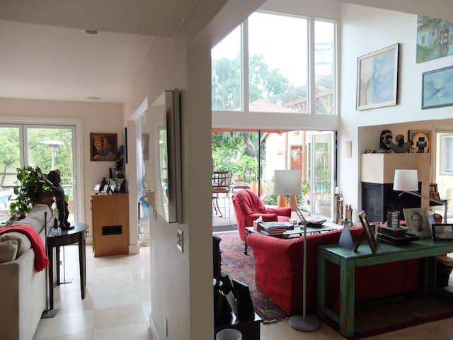 Private Suite in los Feliz home
