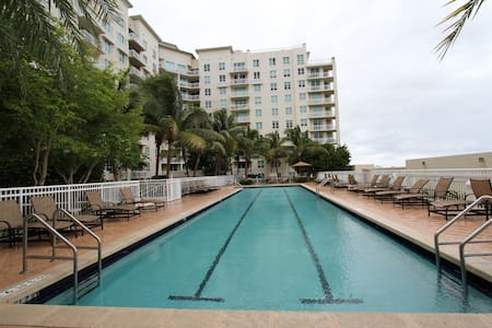 One Bedroom apartment in resort style building - Boynton Beach