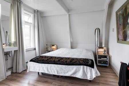 Zonnige slaapkamer centrum Enkhuizen - Enkhuizen - Rumah