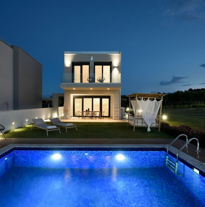 R 1230 Izador  Villa with Sea view, private pool & Welcome Basket on arrival