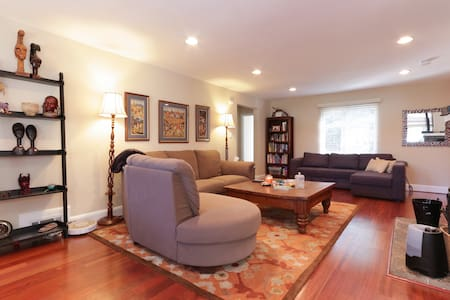 EZ Living close to Washington, DC - Suitland - Casa