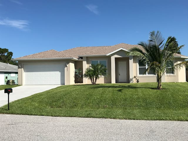 BRAND NEW HOUSE 3bd/2,5 bath w/Large swimming pool