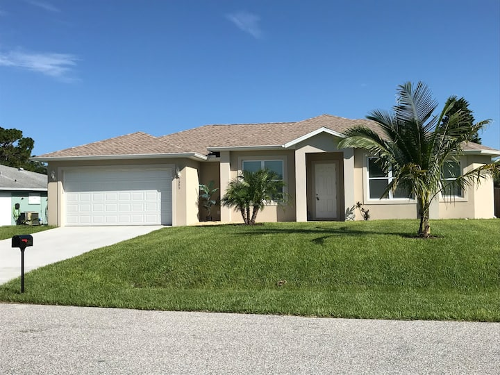 NEWLY BUILT HOME 3bd/2,5 bath Large swimming pool
