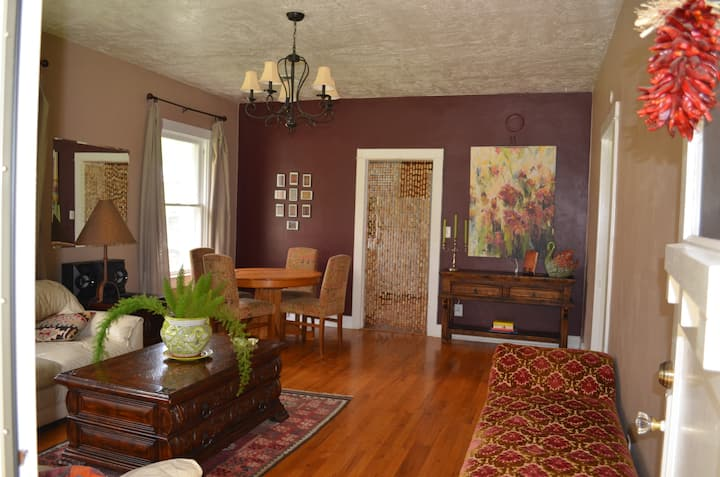 Adorable 1930 home near NMSU/ Mesilla with AC