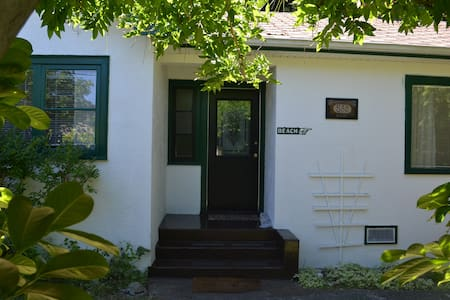 Arbutus Cottage, Qualicum Beach - Qualicum Beach