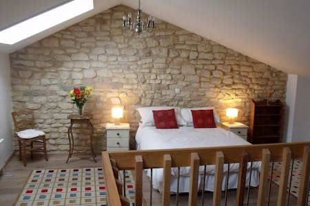 Bright and cosy gite for 2 to 10 guests