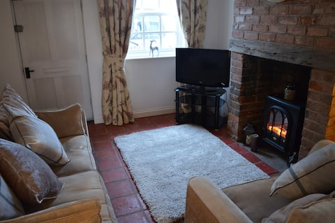 cosy cottage with 2 bedrooms, lounge, dining room