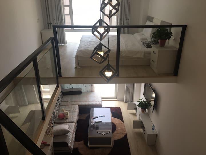 蓬莱阁景区悦动港湾复式公寓,两个独享卧室空间,步行三分钟到海滨浴场