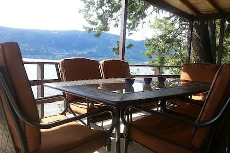 Shuswap Beachfront Getaway  - Chase - Cottage