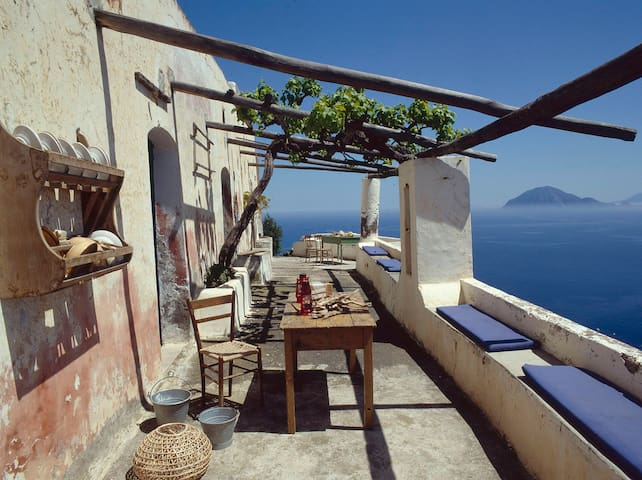 a magic house looking the sea... - Lipari - Rumah