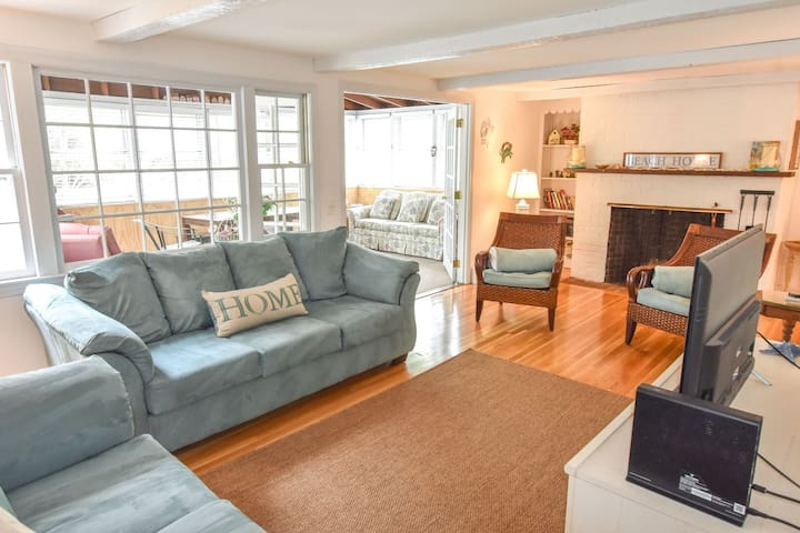 #904: Newly furnished, A/C, Golf & Town Nearby, Minutes to Beach, Dog Friendly!