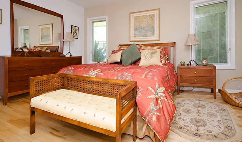 Private bedroom with queen bed.Private