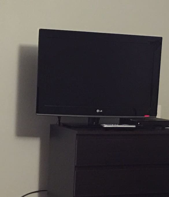 HDTV in room. Tons of channels!