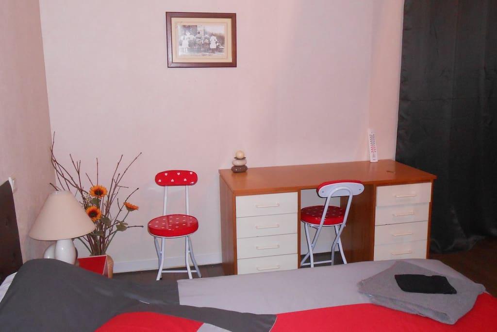 chambre de 16 m2 avec bureau