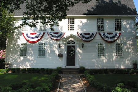 Private Suite near Hartford - Bed & Breakfast