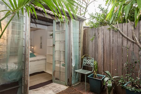 Gorgeous Garden Hideaway Newtown - Newtown - Bed & Breakfast