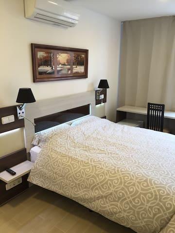 Habitación doble de lujo tipo hotel - Alcorcón - Bed & Breakfast